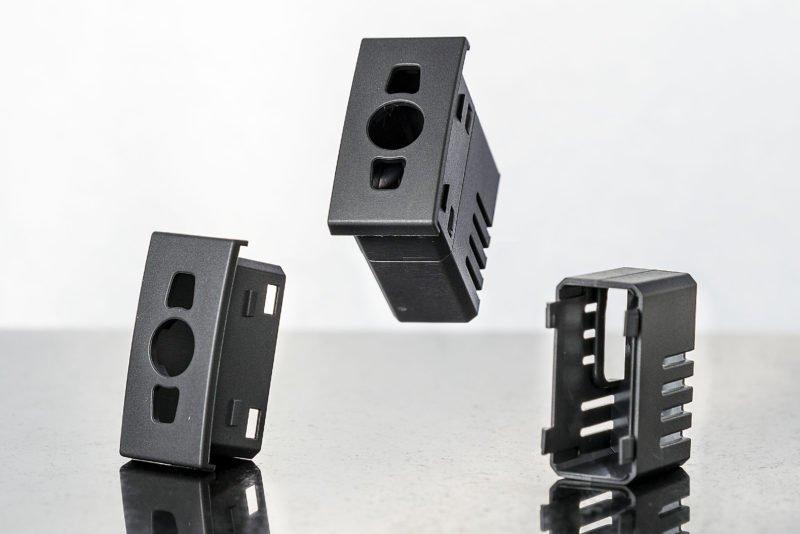 Stampaggio materiale elettrico plastica